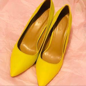 Brand New Lila Yellow Pumps 👠👠😍